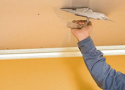 Des astuces pour reboucher une fissure au plafond tout sur le bricolage - Reboucher des fissures au plafond ...